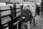 Umweltingenieur Erwin Nolde arbeitet schon seit den 80ern daran, Abwasser aus Haushalten wieder nutzbar zu machen. Aus Schwarzwasser macht er Goldwasser.